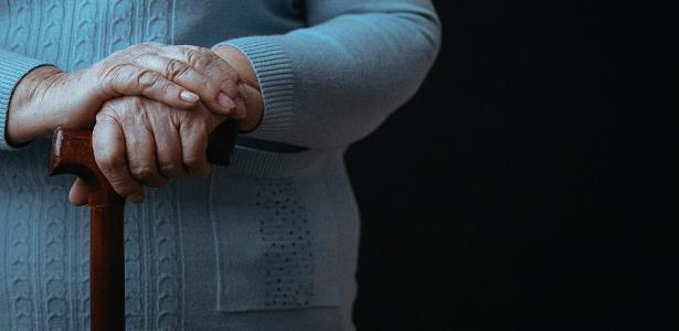 TRF-4 concede benefício assistencial para idosa hipossuficiente com HIV e doença degenerativa