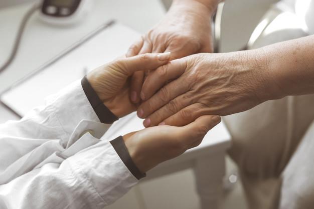 Justiça manda INSS restituir benefício de mulher aposentada por invalidez
